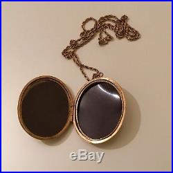 9ct gold very large locket and 9ct gold chain 20.5gr total weight