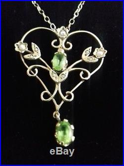 Fine Edwardian 9ct gold pendant hallmarked peridot seed pearl boxed with chain